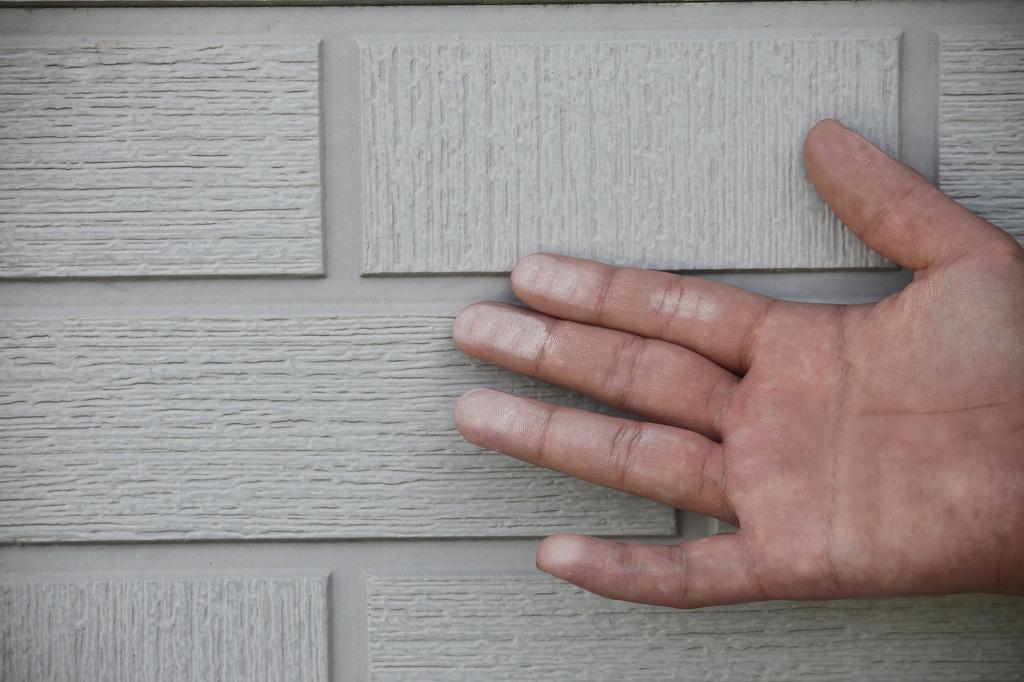 外壁塗装や屋根塗装をする利点とは